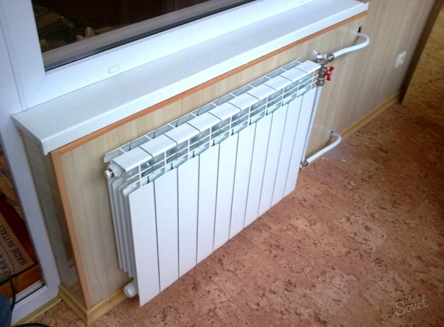 Радиатор в спальне из балкона