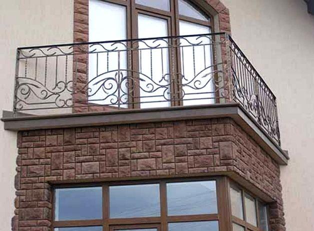 Треугольный балкон отличается от лоджии