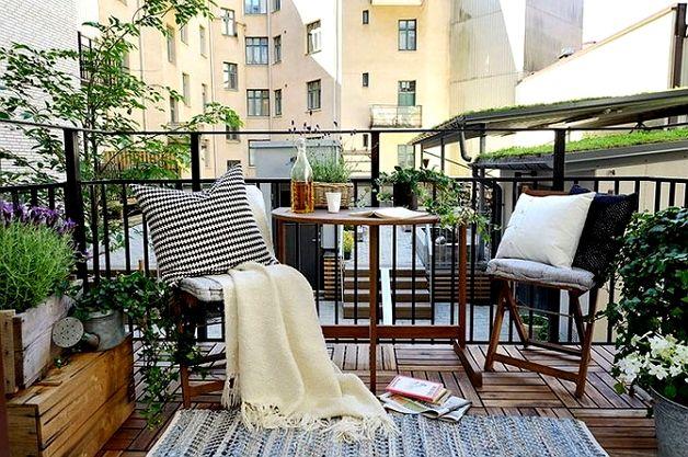 Дизайн открытого балкона в стиле прованс