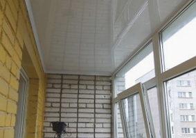 Из чего сделать потолок на лоджии