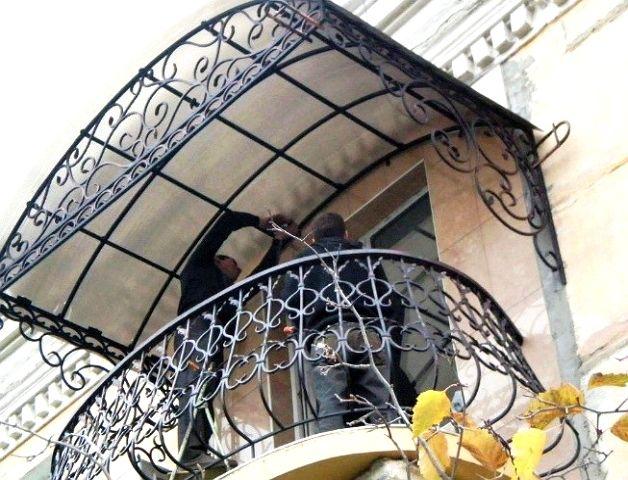 Кованый козырек для балкона