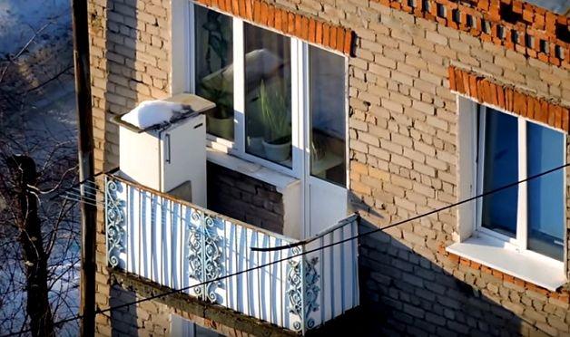 Можно ли ставить холодильник на балконе зимой, тонкости.