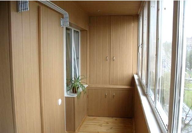Балконный встроенный шкаф